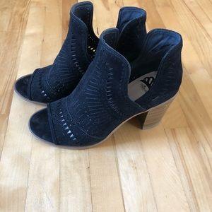3/20$ Trendy suede sandals